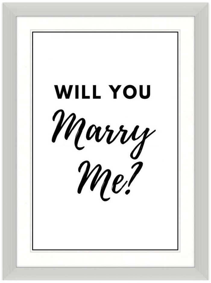 Unique wedding proposal in a picture frame
