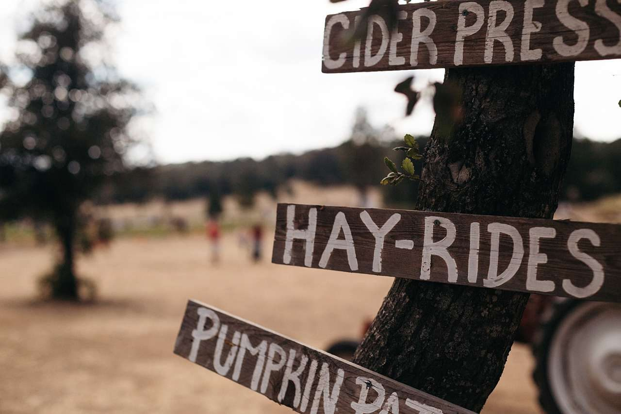hay rides sign