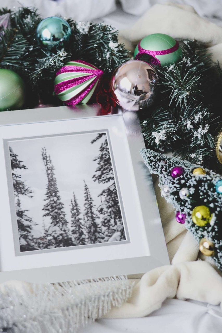 picture frame with holiday decor