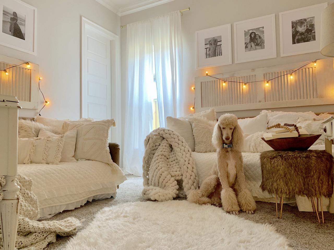 white frames with white decor