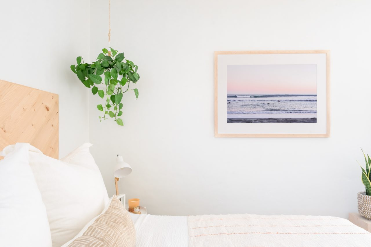 Single frame for wall decor in bedroom
