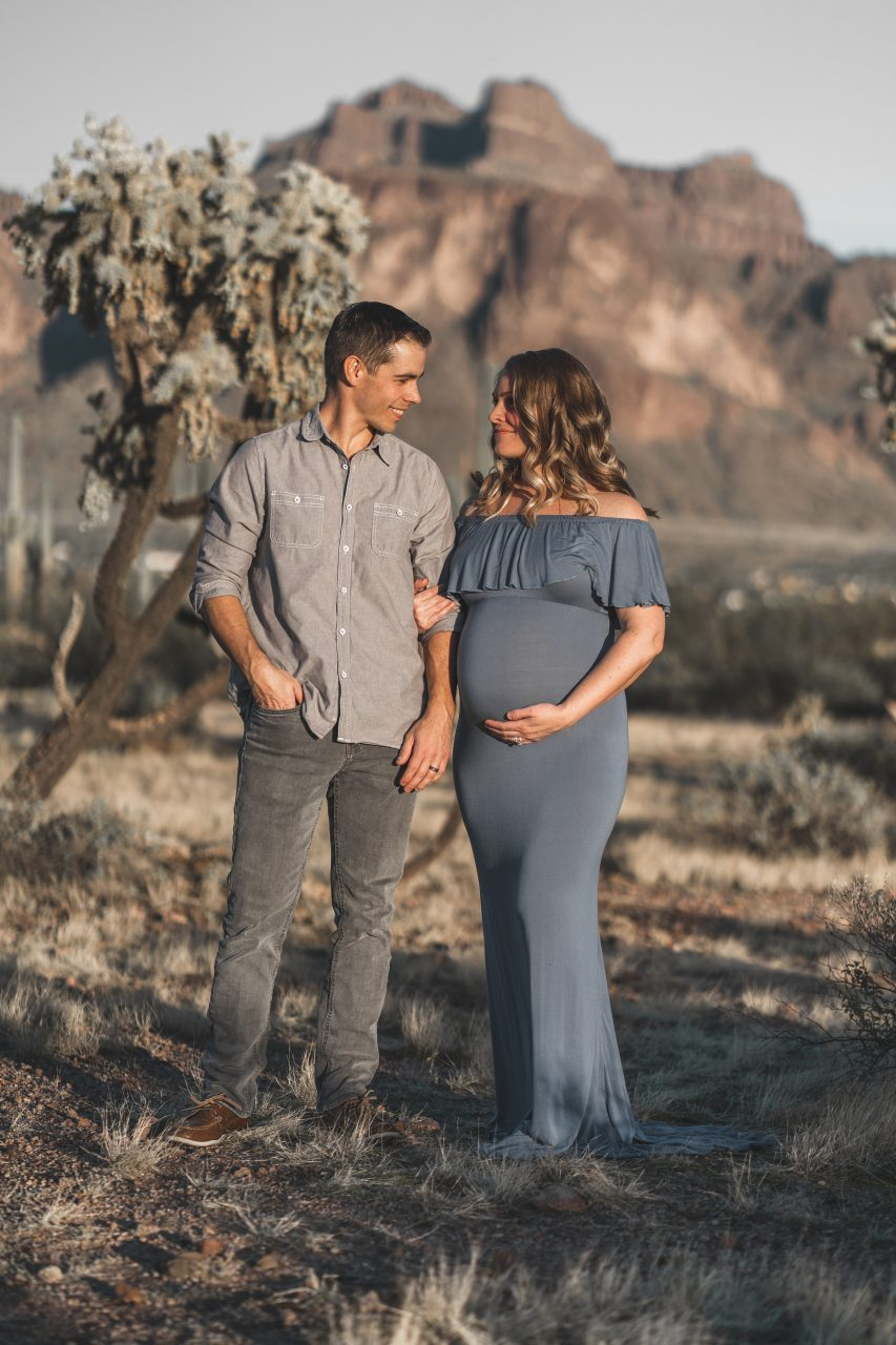 Maternity photos in front of mountain