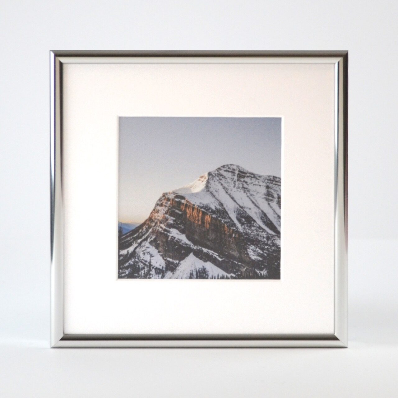 Hanover frame style in gloss silver